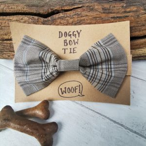 Country Plaid doggy bow tie presentation