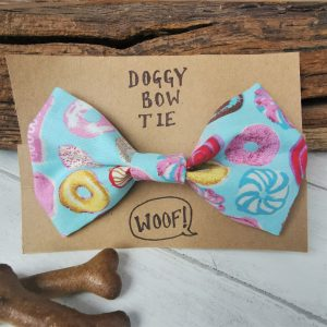 Sweet things dog bow tie presentation